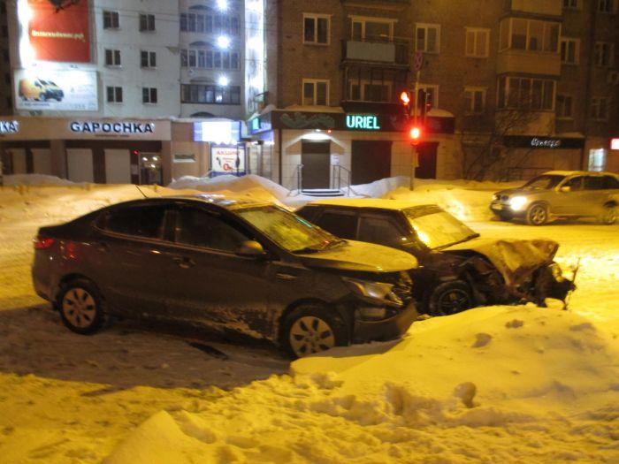 ВСаратовской области в итоге столкновения 2-х авто погибли шесть человек