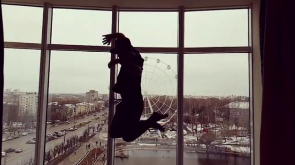 """Лидер группы """"Звери"""" побывал в кировском музее"""