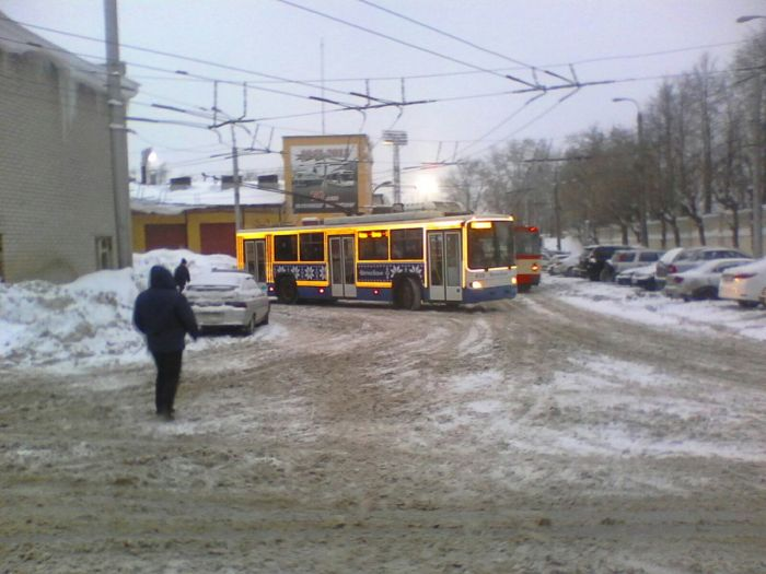 В Кирове появились новогодние троллейбусы