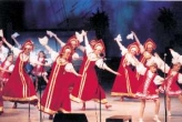 Историю русского народного танца станцевали