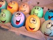 Как просто и интересно покрасить яйца?