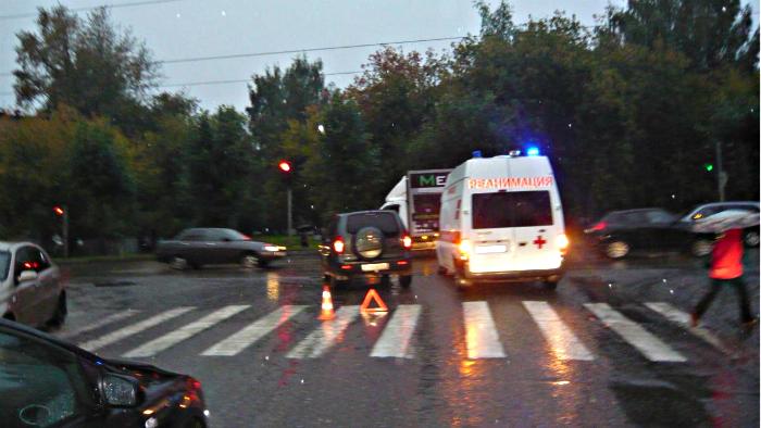 На ул. Азина ребёнок выбежал на дорогу на запрещающий сигнал светофора