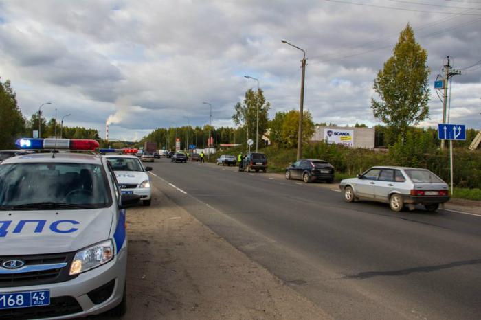 В Омутнинском районе водитель ВАЗа врезался в опору ЛЭП