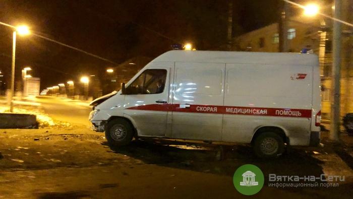 В Кирове Nissan столкнулся с машиной скорой помощи