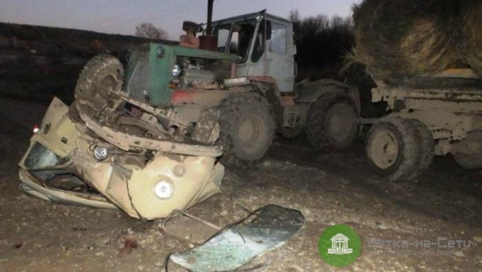 В Сунском районе два человека погибли при столкновении УАЗа и трактора