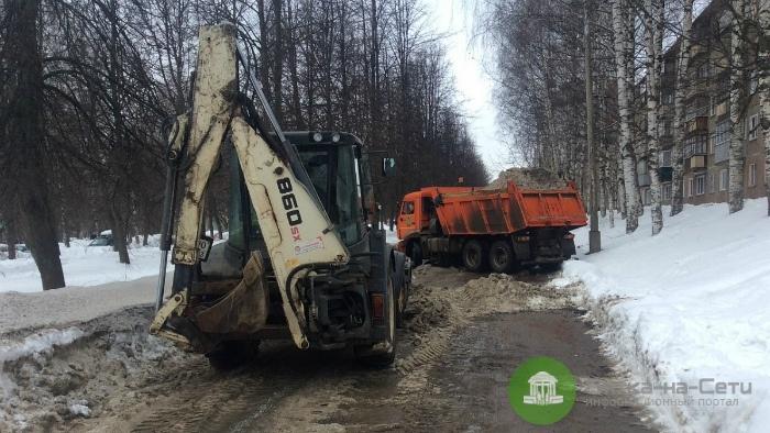 За неделю в Кирове от снега очистили 40 участков тротуаров
