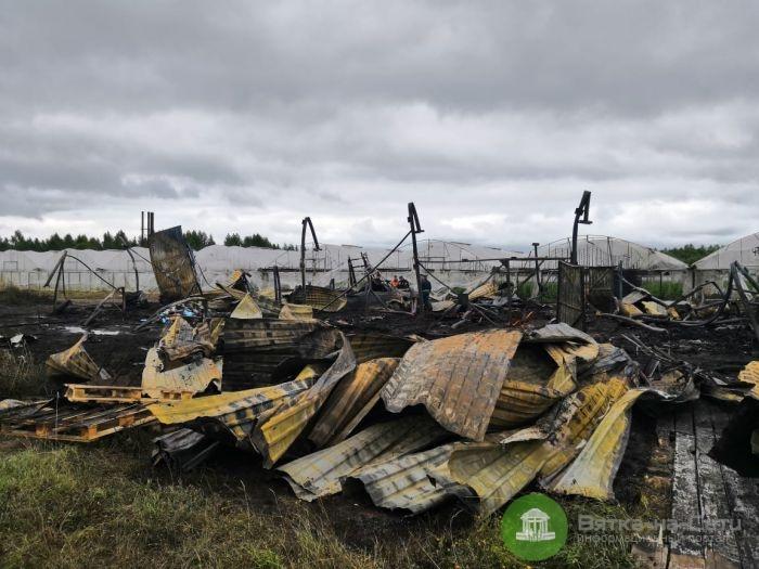 В Шабалинском районе в пожаре заживо сгорело четыре человека. Еще один умер в больнице