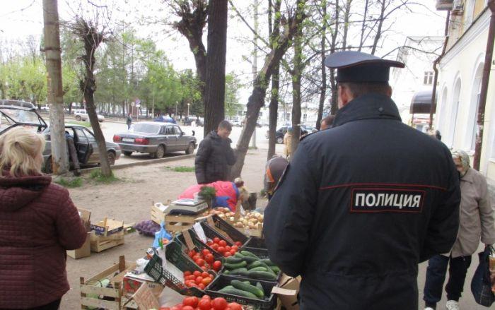 На уличных торговцев составили протоколы