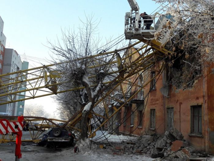 Падение крана на ул. Мопра