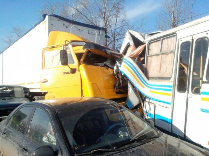 В Самарской области кировчанин спровоцировал ДТП из 14 машин
