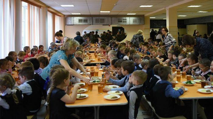 В школьных столовых Кирова проходят внезапные проверки