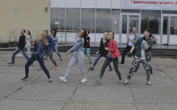 В Кирово-Чепецке прошел танцевальный флешмоб в честь дня рождения Майкла Джексона (видео)