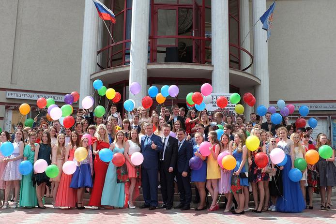 В Кирове поздравили лучших выпускников