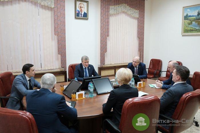 Губернатор дал указания чиновникам по работе в новогодние каникулы