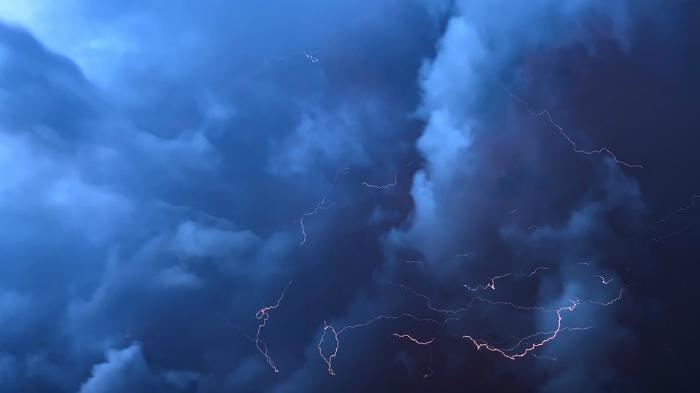 На Киров надвигается грозовой циклон
