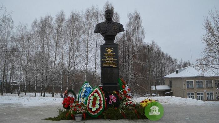 В Малмыжском районе открыли мемориал Герою России Валерию Асапову, погибшему в Сирии