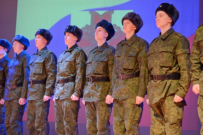 10 призывников изЧувашии направились служить вПрезидентский полк