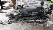 Пассажирский поезд врезался в заглохший снегоход