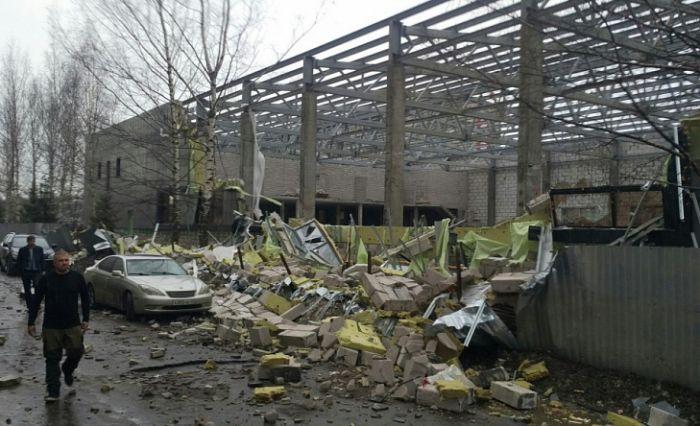 По факту обрушения стен спорткомплекса на Воровского возбуждено уголовное дело