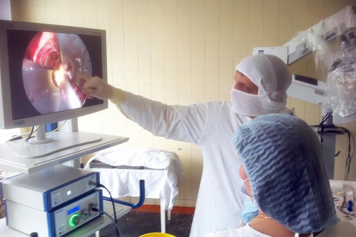 Кировские врачи впервые провели операцию по удалению опухоли головного мозга через пазухи носа