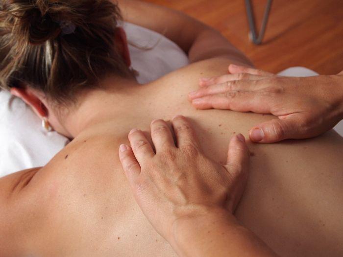 Что представляют собой курсы массажа в специализированных обучающих центрах?