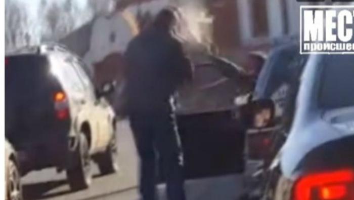 На ул. Лепсе водитель брызнул в лицо перцовым баллончиком своему обидчику
