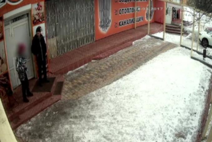 В Кирове ищут похитителя банковской карты (видео)