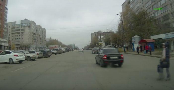 Мгновенная карма: инспекторы ДПС остановили нарушителя (видео)