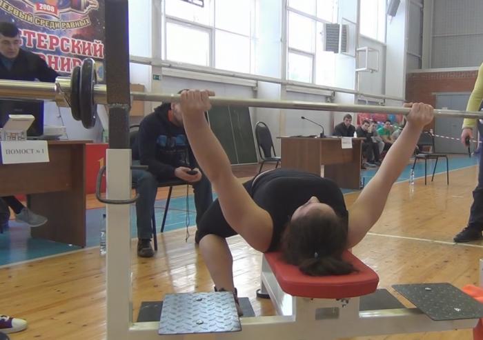 Школьница из Котельнича стала абсолютным рекордсменом России по русскому жиму