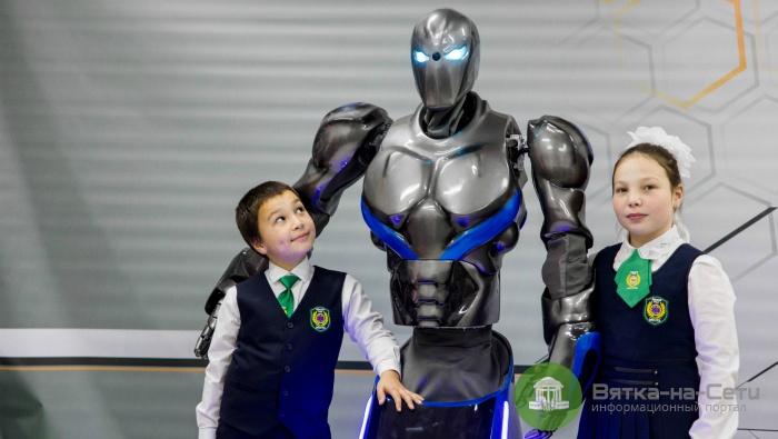 В Киров приедут роботы последних моделей с выставок в Лас-Вегасе, Берлине  и Пекине