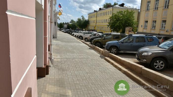 На улице Спасской в Кирове обустроили тротуар из брусчатки