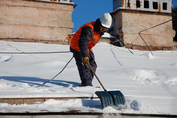 Александр Перескоков установил коммунальщикам «двойку» за чистку крыш