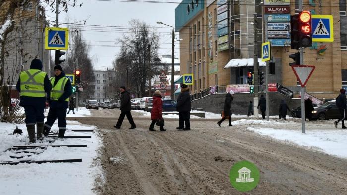 На перекрестке улиц МОПРа и Ленина светофоры начали работать в новом режиме