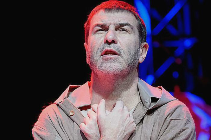Евгений Гришковец объяснил, почему выгнал зрителя со спектакля в Кирове