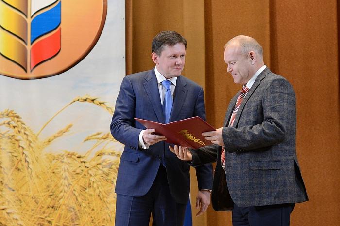 Около тысячи кировских аграриев получили награды