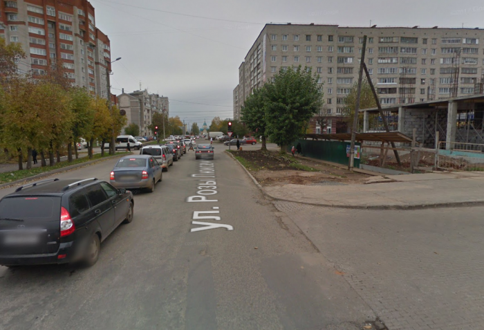 Продлено ограничение движения транспорта по улице Розы Люксембург