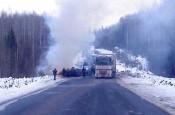 Страшная авария в Кировской области: две грузовых машины «слиплись» на дороге