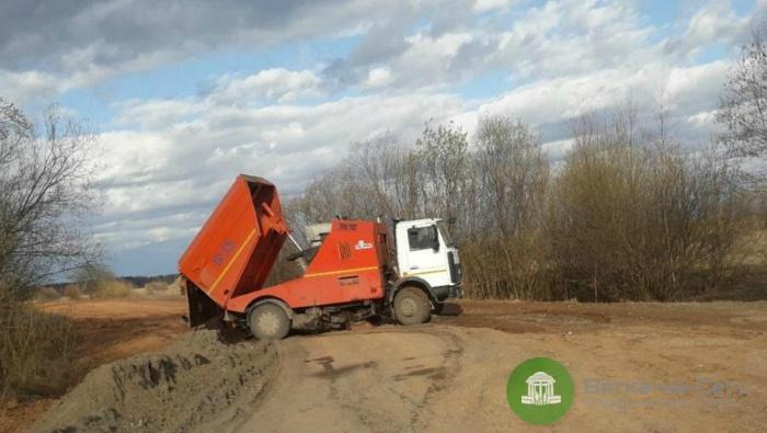 В Кирово-Чепецком районе грязь с дорог сбрасывали в пойму реки