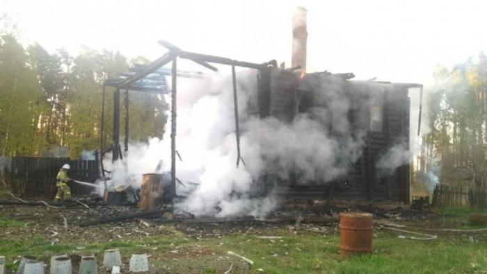 В пожаре в частном доме в Санчурском районе погибли 4 человека