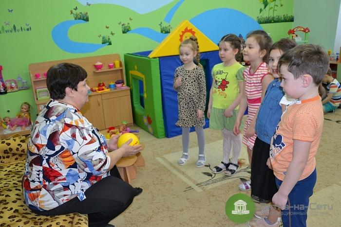 В Кирове начала работать Служба нянь от правительства области