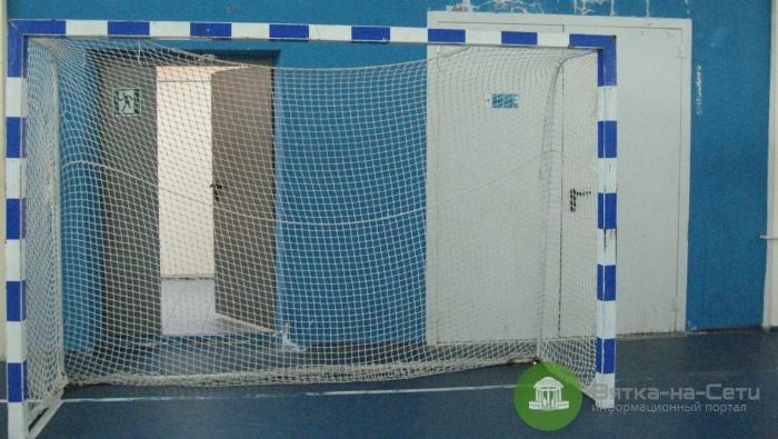 Заведущую спорткомплекса в Кирово-Чепецке будут судить за падение ворот на ребенка