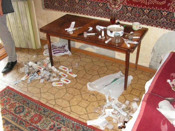 Мужчина с девушкой организовали крупный наркопритон в Кирове