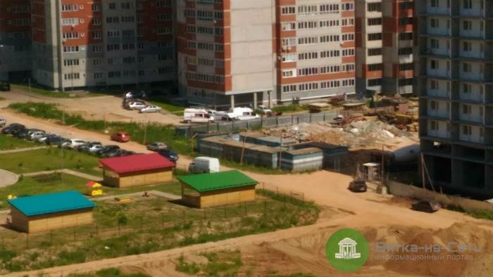 СМИ: Двое рабочих в Кирове упали с высоты 19 этажа