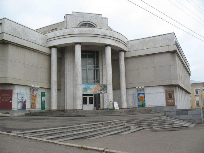 Музей Васнецовых организовал выставку под открытым небом