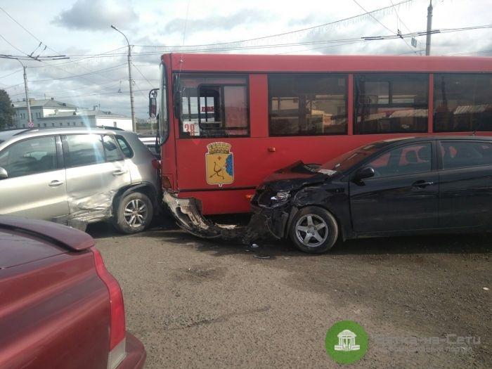 В Кирове водитель автобуса во время движения потерял сознание (Видео)