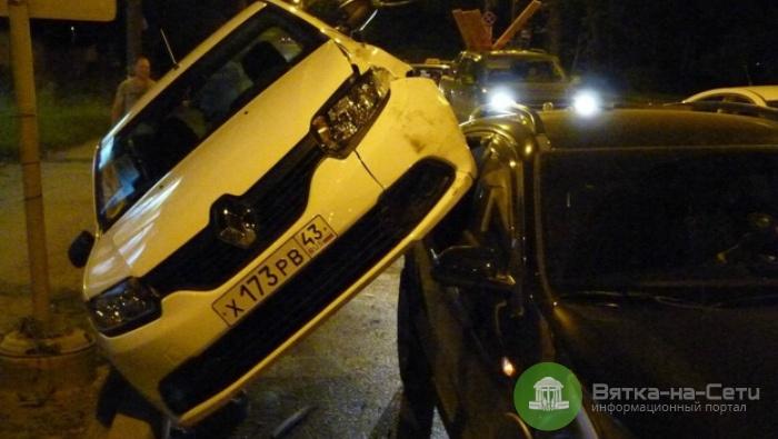 В Кирове на улице Щорса Renault заехал на Kia