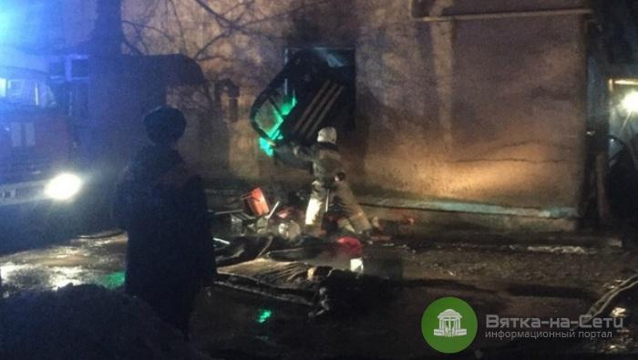 При пожаре на улице Цеховой в Кирове погибла женщина