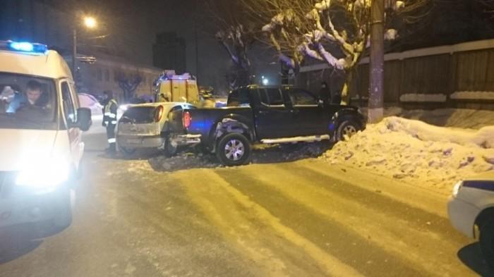 В Кирове Nissan протаранил Opel