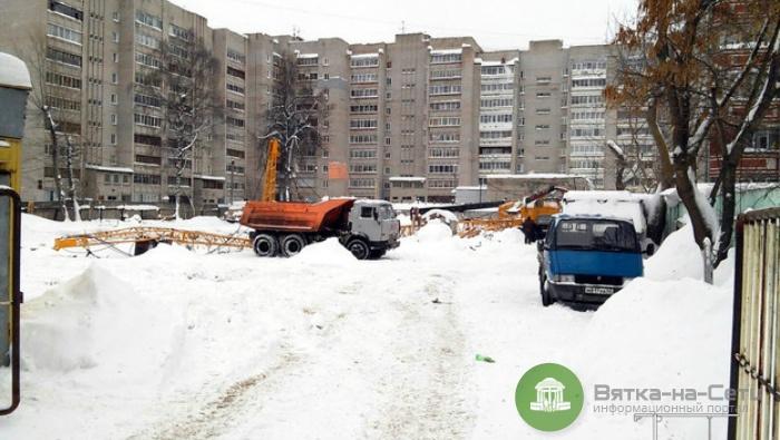 На одной из стройплощадок Кирова упала стрела строительного крана