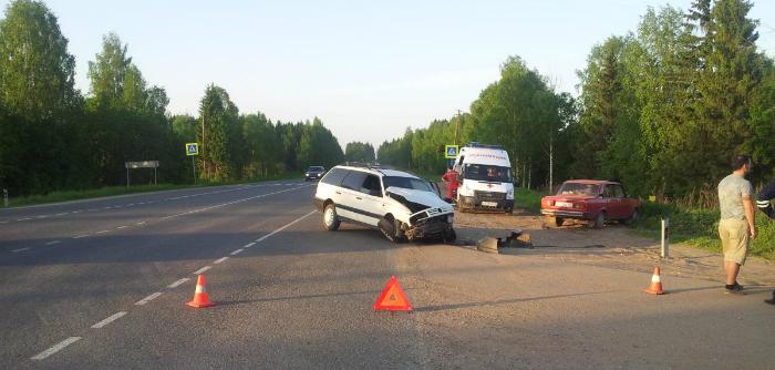 На трассе Киров - Стрижи столкнулись три автомобиля
